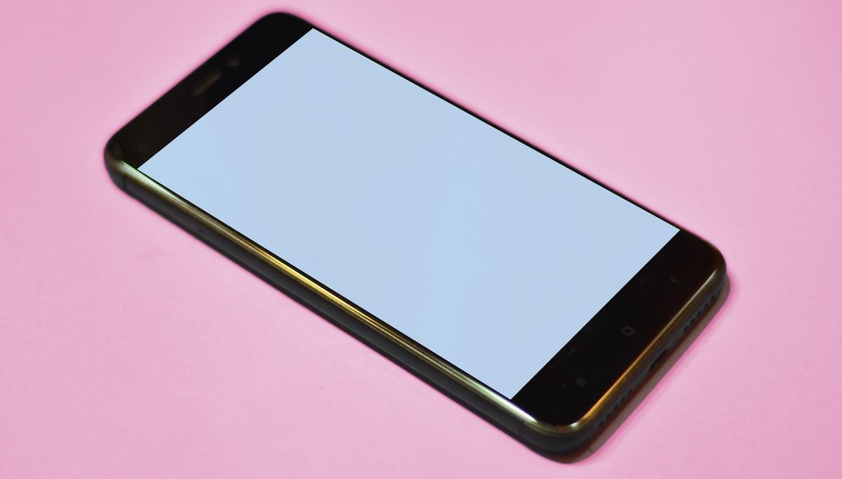 Mobilní telefon, na kterém lze spustit aplikaci Mathman.