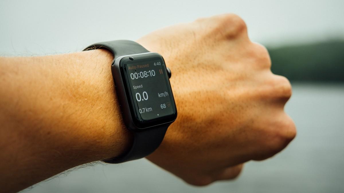 Nula zobrazená na displeji chytrých hodinek.