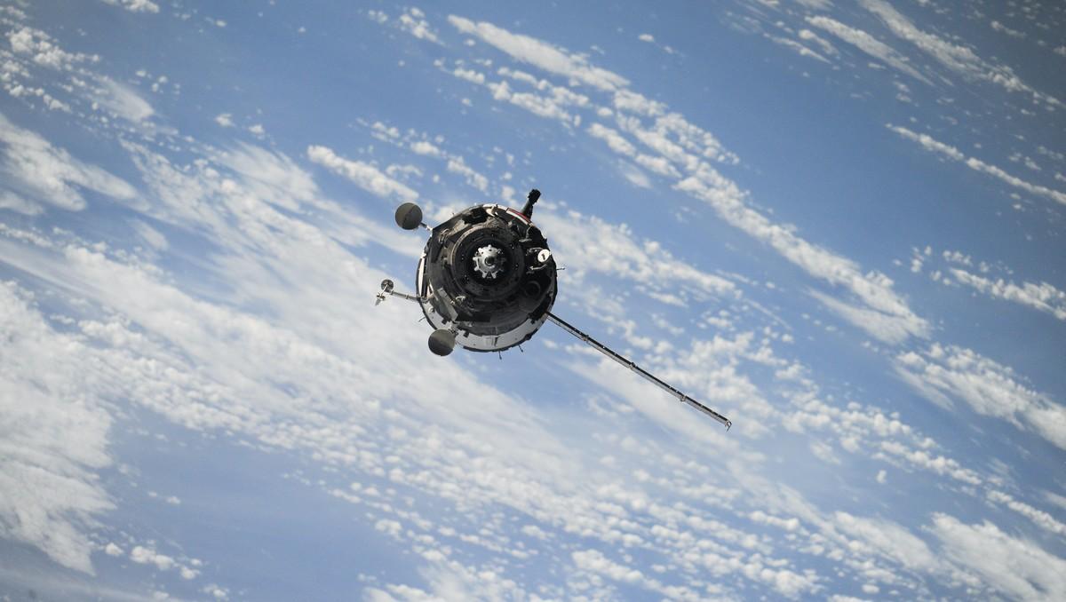 Umělá družice pohybující se na oběžné dráze.